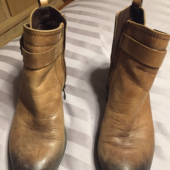 d0eebc38bf7 Camel booties from Vince Camuto. M 5ad15e599cc7efd9d994fecc